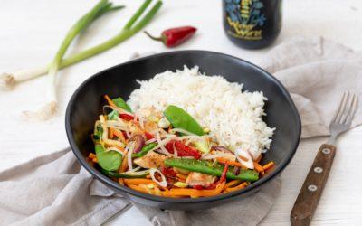 Wok-Gemüse mit Huhn und Reis